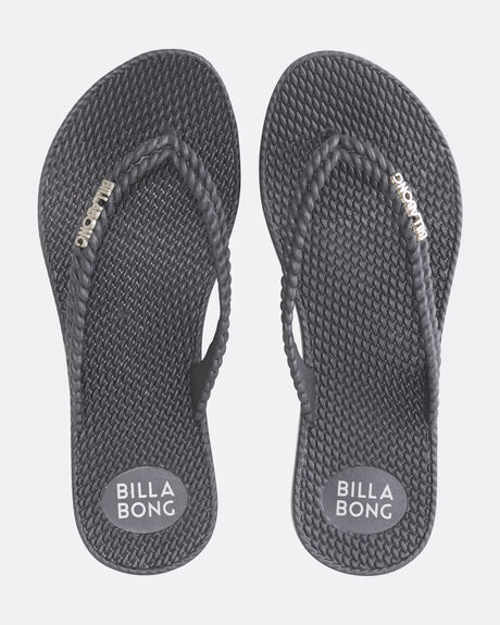 KICK BACK METALLIC THONGS