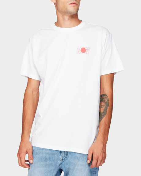 SUP RISING FLAG SHORT SLEEVE TEE