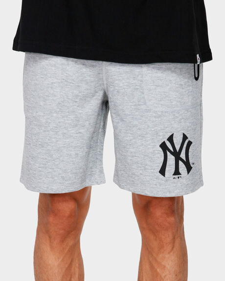 RAW EDGE FLEECE SHORT